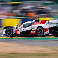 Toyota #8 de Fernando Alonso remonta gracias a los accidentes y ya lidera la noche de las 24 horas de Le Mans