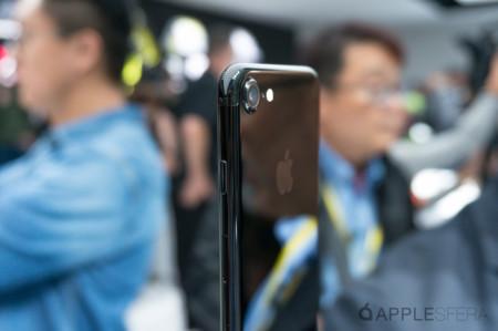 ¿Se raya mucho el iPhone 7 jet black? Un vídeo lo pone en evidencia
