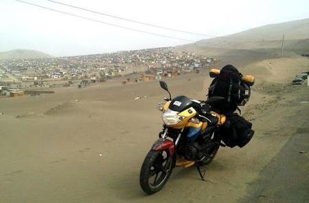 Un colombiano recorre América del Sur en una moto de 160cc