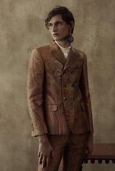 Descubre la colección primavera-verano 2017 de Alexander McQueen inspirada en la India