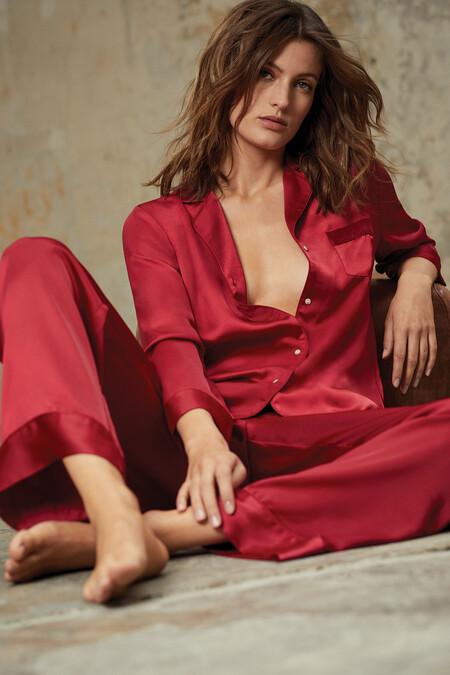 Sofisticados pijamas, lencería sexy, prendas de deporte y conjuntos de punto: así es la nueva colección estival de Etam
