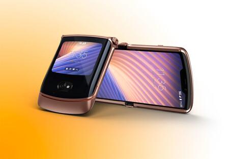 """Descuento de casi 300 euros en el Motorola Razr 5G en Amazon, el smartphone """"tipo concha"""" y con doble pantalla"""