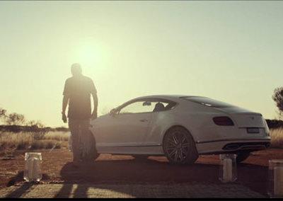 Este video de un Bentley Continental GT Speed a 331 km/h en vía pública no es una escena de Need For Speed