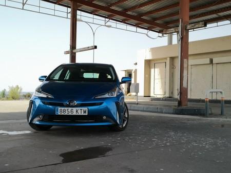 Ascendemos la Sierra Norte para exprimir el motor híbrido del Toyota Prius AWD-i