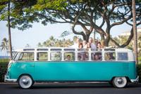 Este Volkswagen Microbus de 1965 elongado es tu solución para las despedidas de soltero