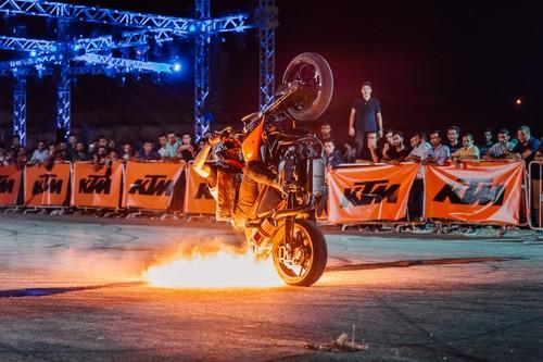 ¿Sabes cómo es una moto de stunt? Te explicamos cuál es su preparación con la KTM 250 Duke de Rok Bagoroš