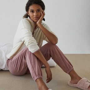 Con el frío lo que más apetece para estar en casa son pijamas polares: fichamos cinco modelos tan bonitos como calentitos en Women'Secret