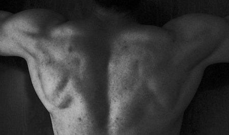 Una manera de hacer las dominadas para incidir más en el dorsal