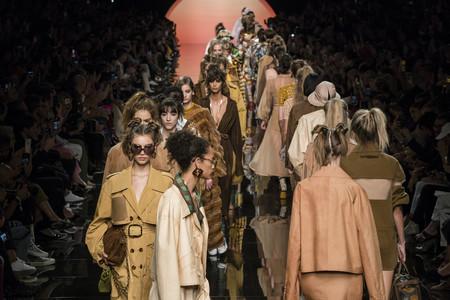 Fendi apuesta por los looks retro en su desfile Primavera-Verano 2020