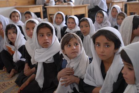 Cuando aspirar a tener cultura y educación puede envenenar a las niñas