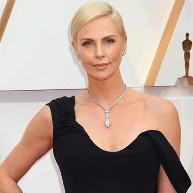 Así es el collar de más de 5 millones de dólares que Charlize Theron lució en la alfombra roja de los Oscar 2020