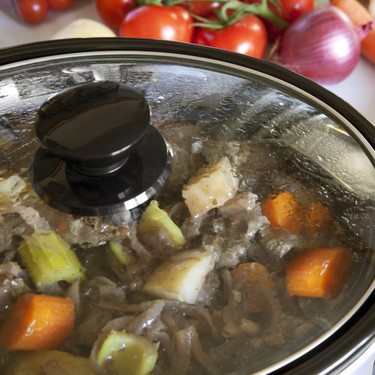 Tabla de tiempos para cocinar en olla de cocción lenta (y cómo adaptar cualquier receta a la baja temperatura)
