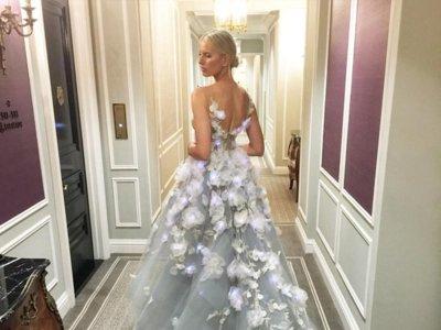 Karolina Kurkova ha cambiado la tecnología por las flores en la Gala del MET 2016