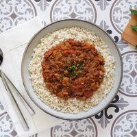 Soja texturizada en salsa de verduras con arroz integral: receta saludable también para pasta