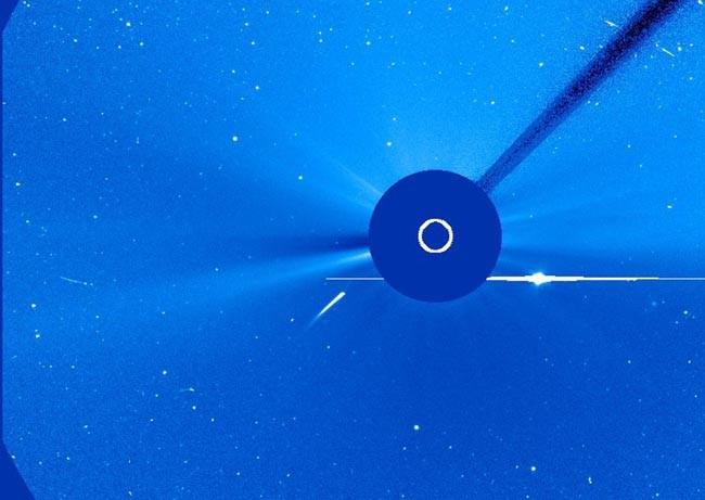 Comet SOHO 14 Photos Explaining 14 Major Mysteries About The Sun - TinoShare.com