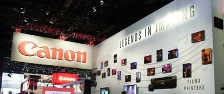 Canon y Nikon se plantean estrategias diferentes para hacer frente a los smartphones