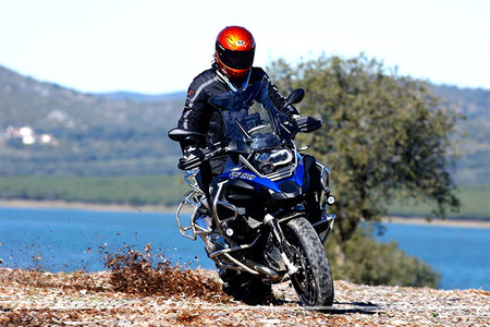 Motorpasión a dos ruedas: toma de contacto BMW R 1200 GS Ad/RT y alternativas a GoPro por 100 euros