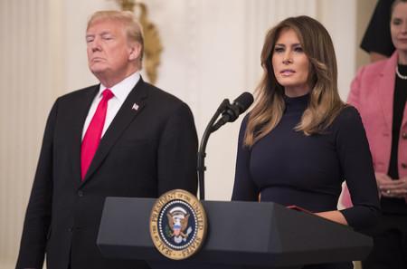 De riguroso azul (casi negro): Melania Trump demuestra de nuevo la elegancia de esta clásica tonalidad