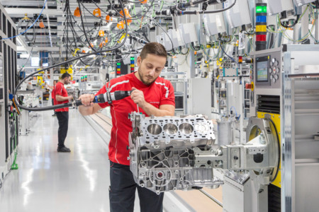 Un nuevo motor V8 cada 3,5 minutos: así es la nueva planta de motores de Porsche