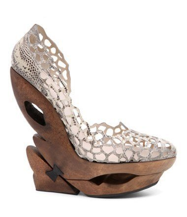Tendencia calzado femenino Verano-2010: los zuecos con tacón alto pisan fuerte