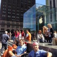 Sí, ya hay cola para comprar el nuevo iPhone... que aún no ha sido anunciado