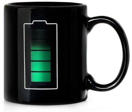 Taza con medidor de temperatura de la bebida en forma de batería