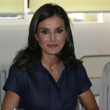 """Doña Letizia vuelve a apostar por su look """"a lo Meghan Markle"""" y triunfa"""