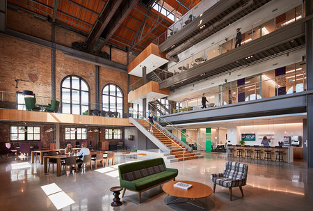 Una antigua fábrica de vapor protegida se ha rehabilitado para convertirse en las nuevas oficinas de un grupo farmacéutico