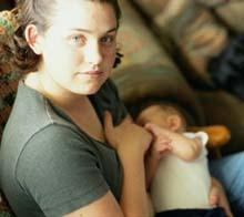 La risa aumenta los beneficios de la leche materna contra las alergias de la piel