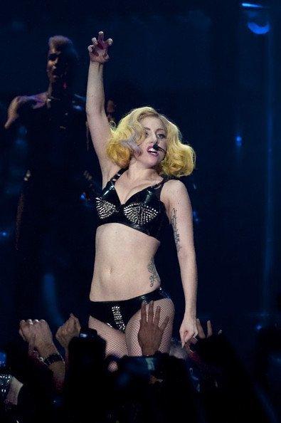 El estilo de Lady GaGa contra el Rihanna: ¿quién es más espectacular en los conciertos? I