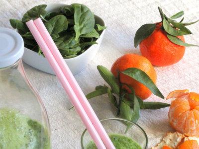 Zumo verde de Kale, espinacas, zanahoria y mandarina. Receta
