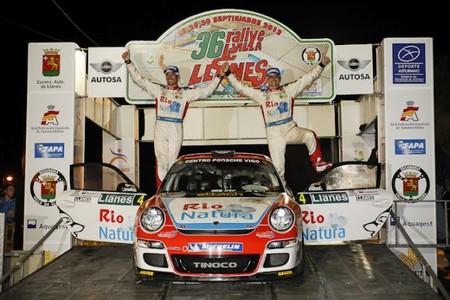 Sergio Vallejo acierta con los neumáticos y gana en Llanes