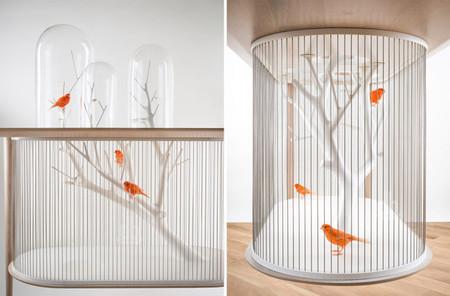 Jaula para pájaros en una mesa - 2