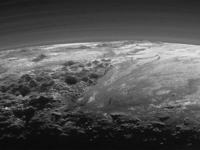 Soñar que estás en Plutón es muy fácil con estas increíbles fotos y vídeos de su superfice