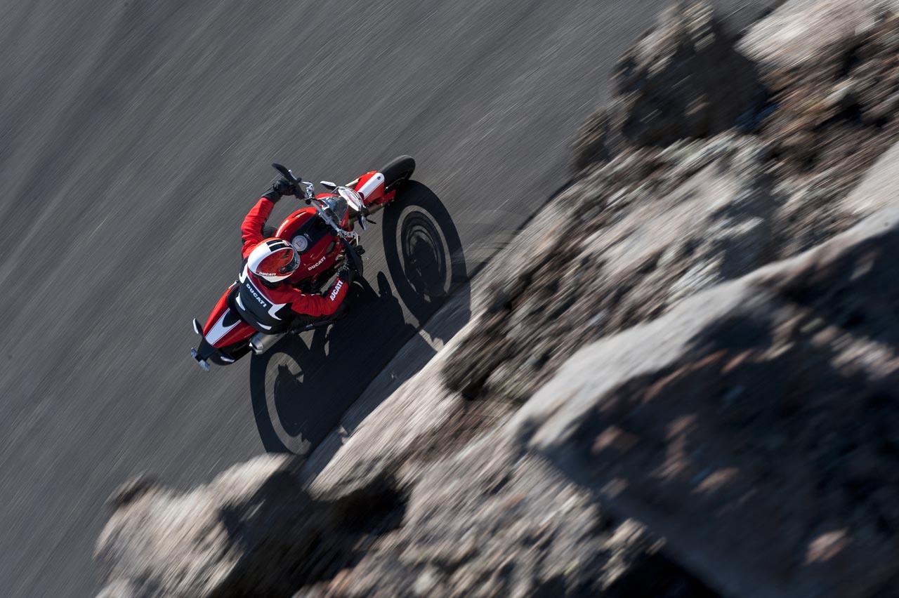 Foto de Ducati Monster 1100 EVO galería, vídeo y datos oficiales (23/26)