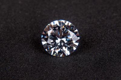 Un anillo de diamantes y niebla