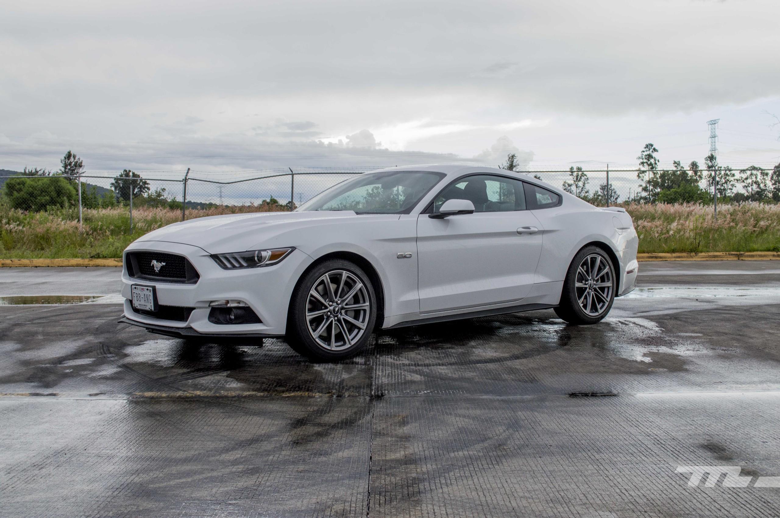 Foto de Ford Mustang GT V8 (19/22)