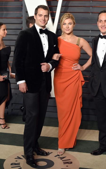 Y Henry Cavill se llevó a su novia post-adolescente a la fiesta de Vanity Fair