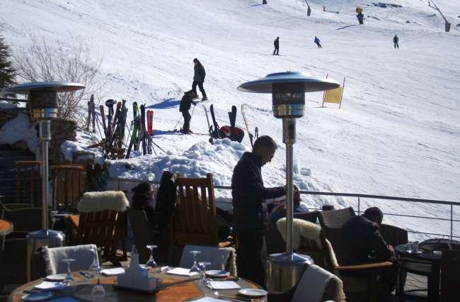 Hotel El Lodge en Sierra Nevada Terraza a pie de pista