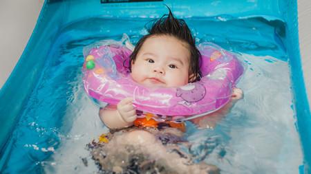 Los pediatras advierten del peligro de los flotadores de cuello para bebés