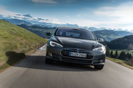 El Tesla Model S enciende la llama de la movilidad eléctrica en Suiza y Dinamarca