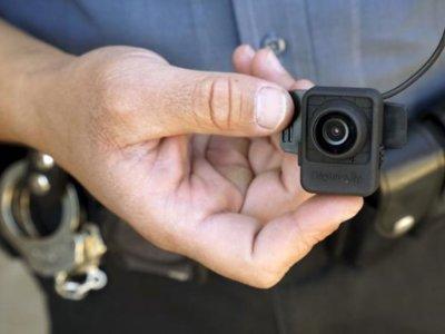 Estados Unidos destina 75 millones para que los policías lleven una cámara corporal