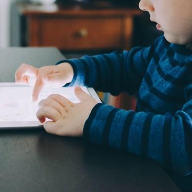 """Dos o más horas al día de """"tiempo de pantalla"""" aumenta la probabilidad de tener problemas de atención en niños de edad preescolar"""