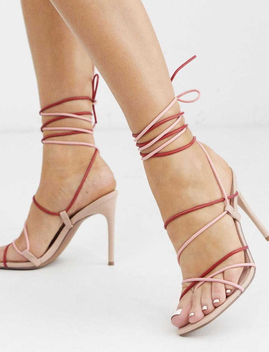 Sandalias de tacón con tiras anudadas al tobillo en rojo y rosa Non Stop de ASOS DESIGN