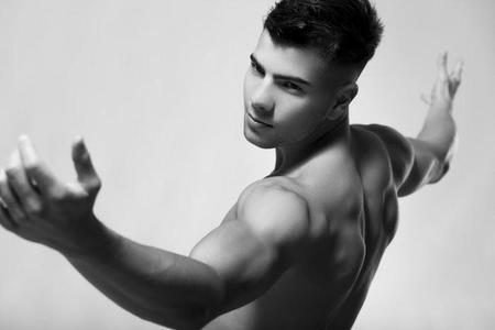 Rutina de ejercicios para aumentar masa muscular hombres en casa