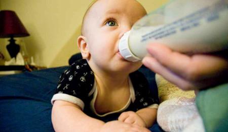 ¿Por qué los bebés no pueden tomar leche de vaca?