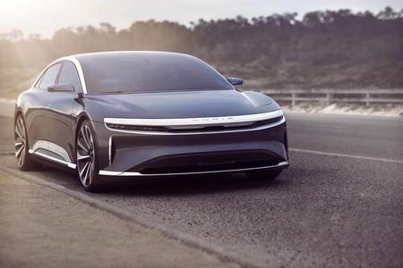 El Lucid Air de 1.000 CV aún no se ha presentado, pero ya se ha dejado ver ganando a un Tesla Model S en una carrera de aceleración