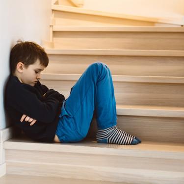 """""""Tiempo fuera"""" y """"silla de pensar"""": una educadora en disciplina positiva nos explica por qué no deberíamos utilizar estos métodos"""
