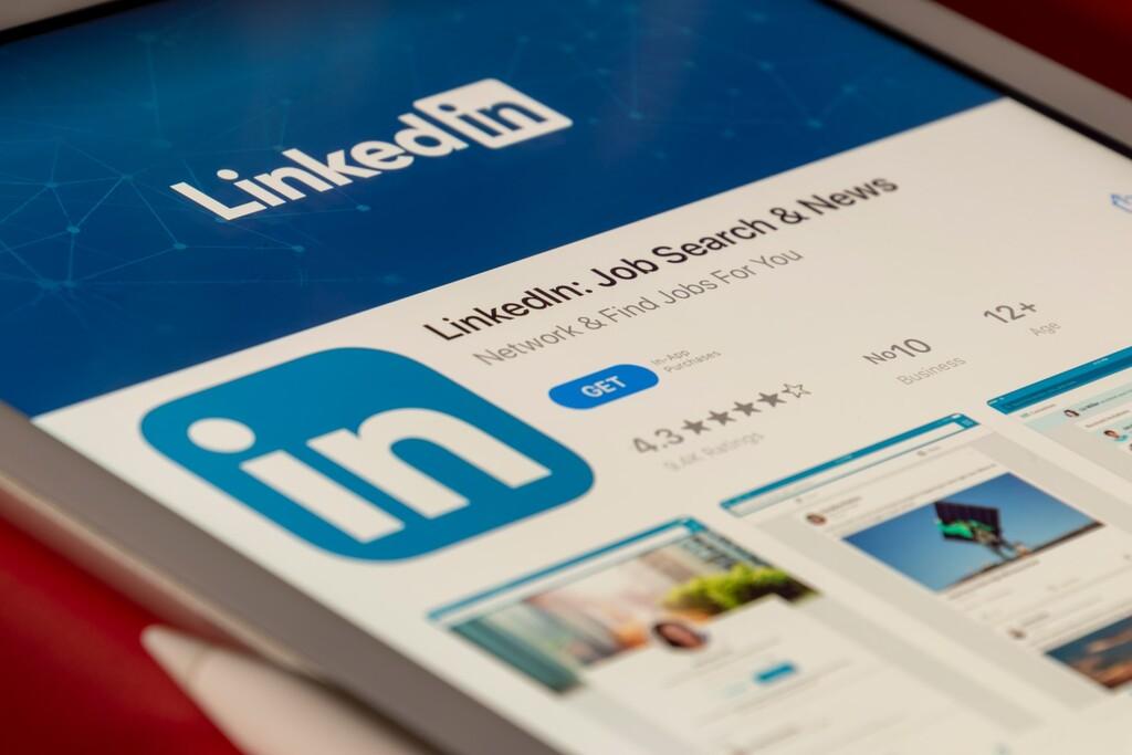 Esa oferta de trabajo en LinkedIn es falsa: el archivo zip te instalará una puerta trasera abierta para atacantes