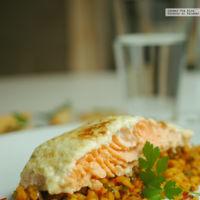Lomo de salmón al horno con costra de ajonesa. Receta saludable